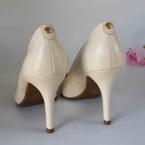 MICHAEL Michael Kors CREAM COLOR PUMPS